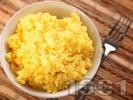 Рецепта Ганитура за месо - печен ориз с куркума на фурна в йенско стъкло / тенджера / съд